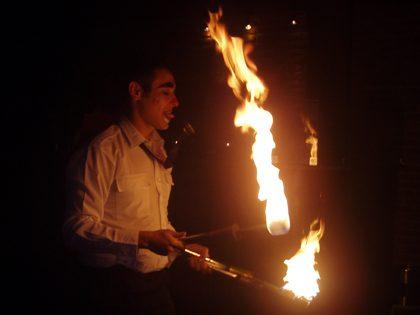 Espetáculo de manipulação de fogo