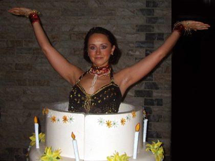 Bolo gigante artificial + Espetáculo de dança