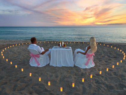 Jantar romântico a 2 com os pés na areia