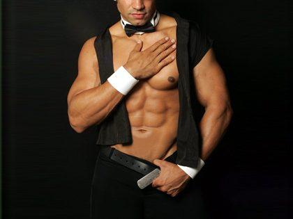 Empregada(o) falsa(o) + Espetáculo de striptease