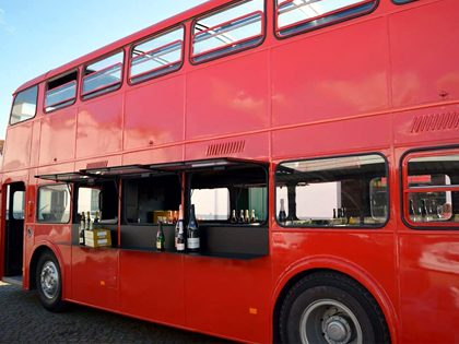 Bachelor and bachelorette party – Party bus (Lisbon) package