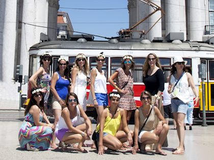 Bachelor and bachelorette party – Walking tour Lisbon + Photographic book package