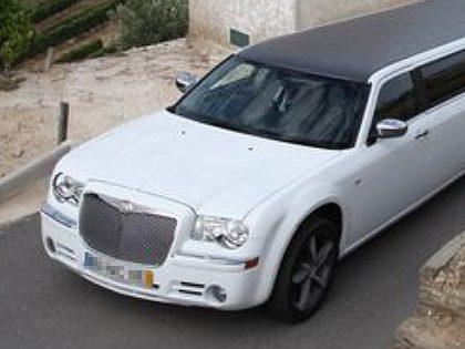Transporte de limousine (Chrysler branca)