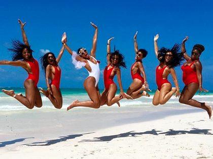 Sessão fotográfica de grupo sexy na praia